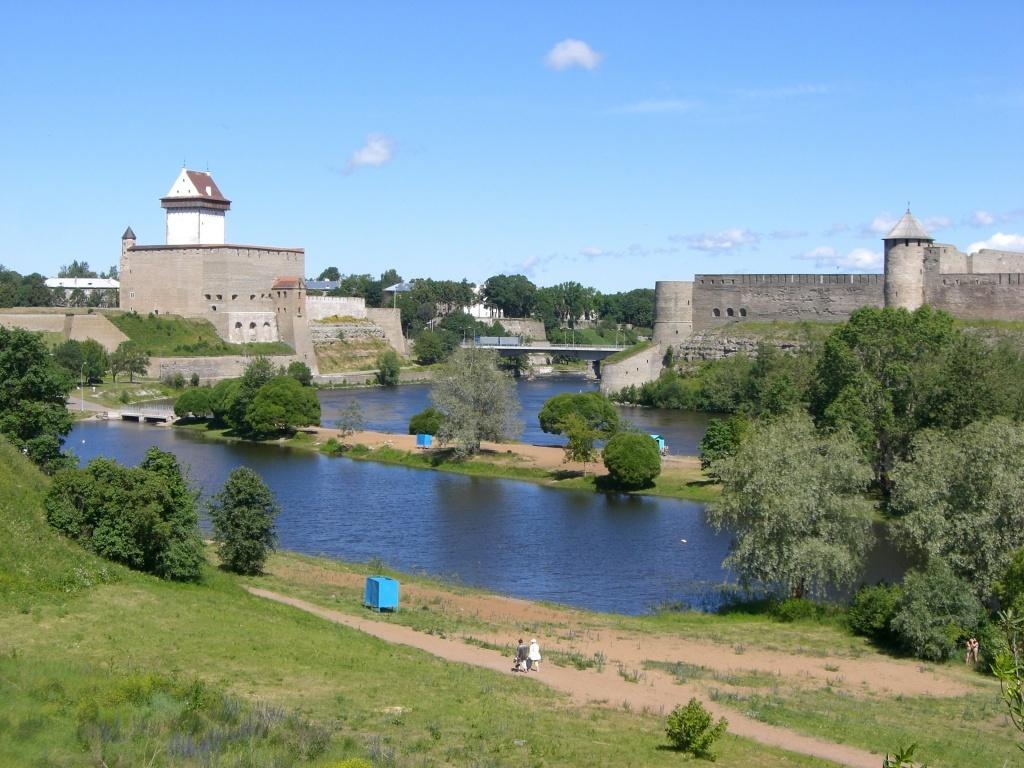 Narva Castle (Estonia) and Ivangorod Castle (Russia).