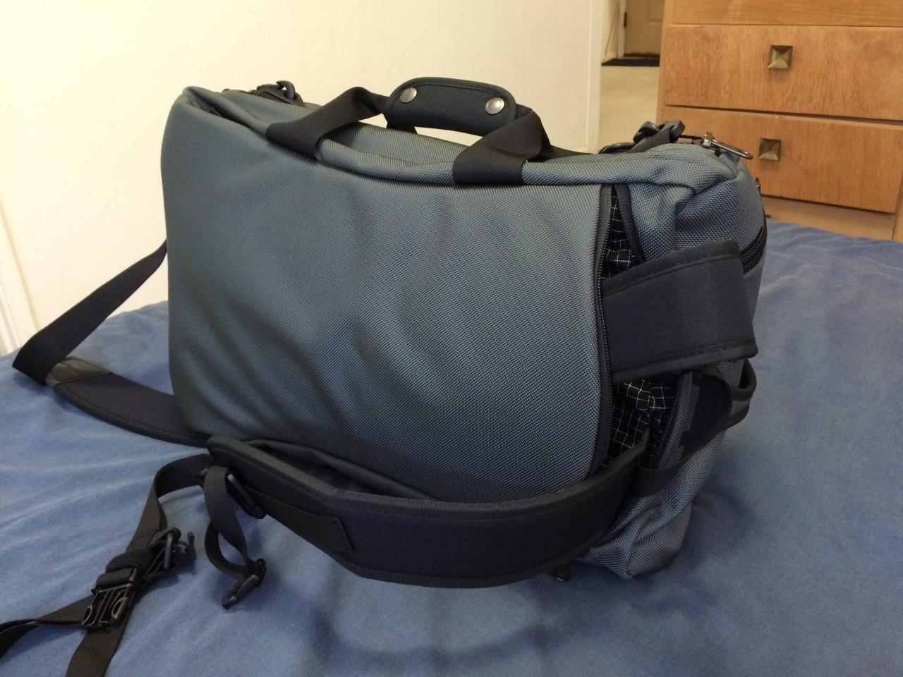 Tom Bihn Aeronaut 30 backpack strap removal