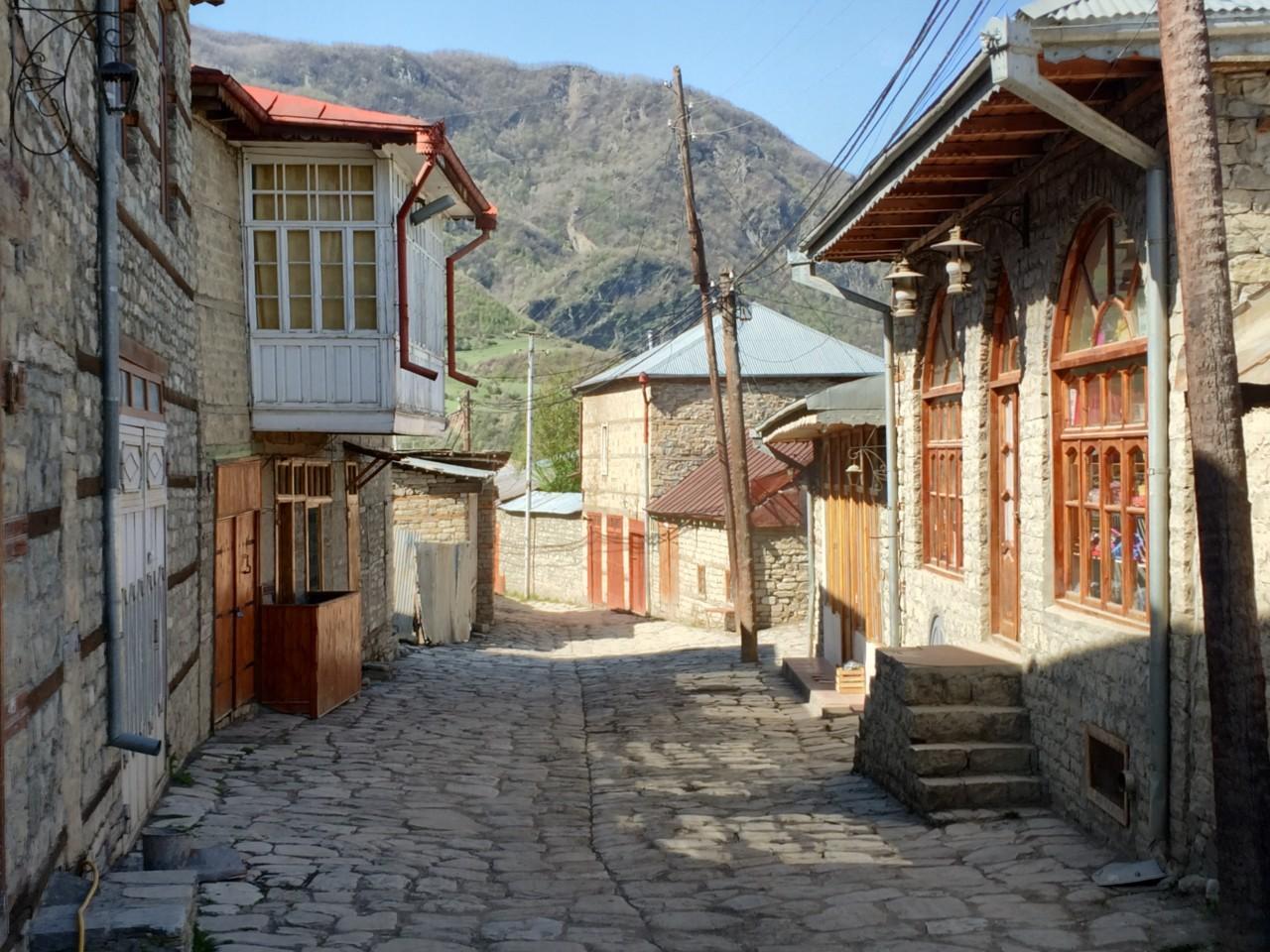 Lahic shady street