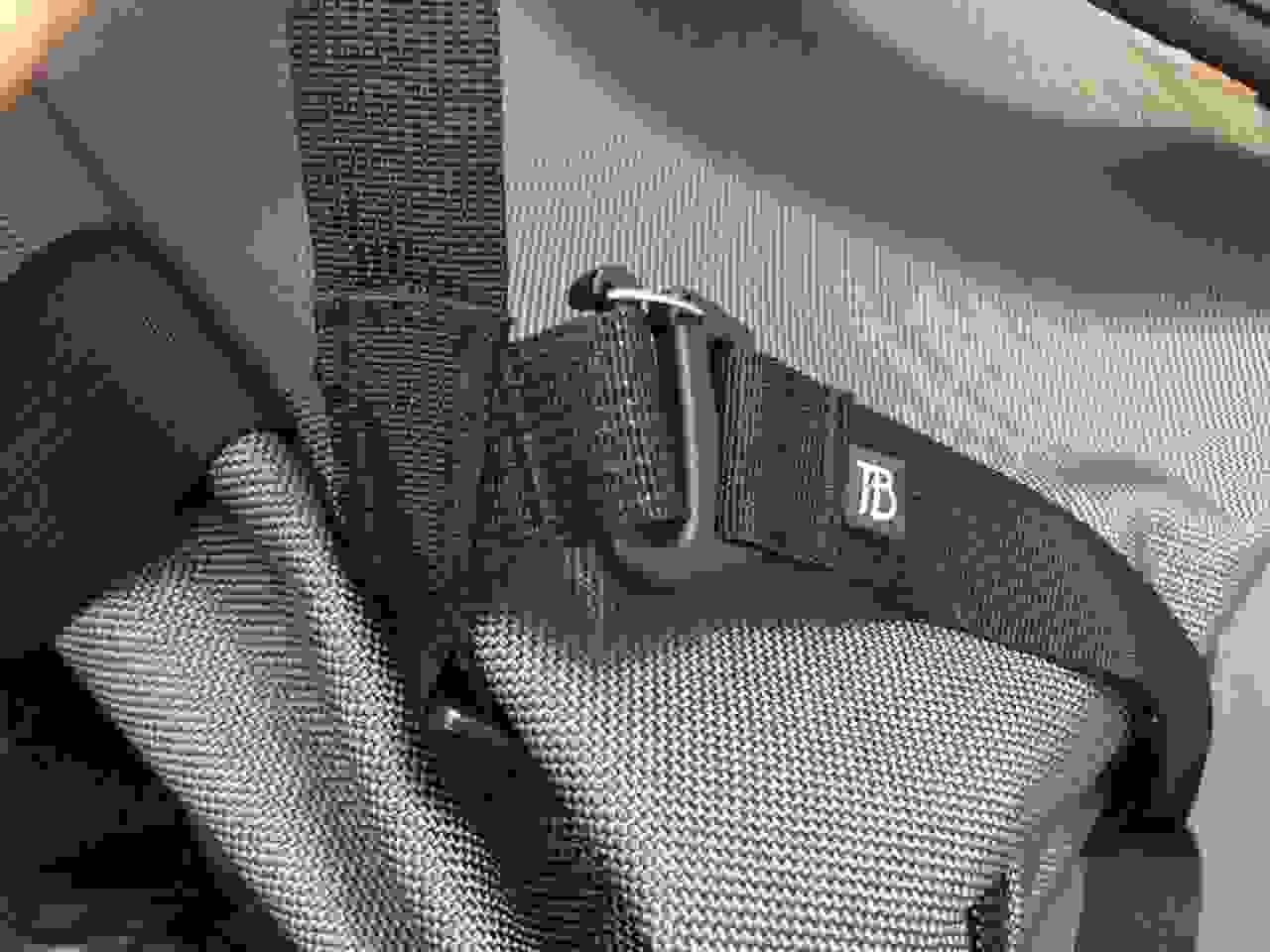 Tom Bihn Aeronaut  30 waist strap attachment