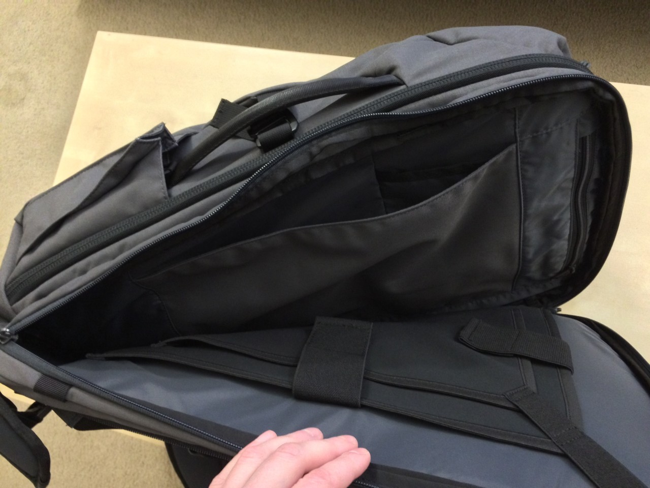 Minaal backpack laptop compartment